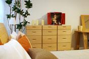 小型仏壇勾玉はお部屋のインテリアにもなるすぐれたデザインです
