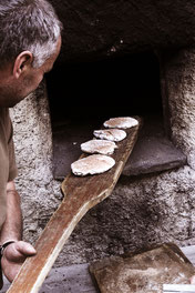 Brot backen, Holz, Mann, Arbeit, Ofen,