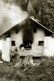 Brot backen, Holz, Frau, Arbeit, Feuer,