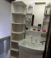 After 新しい洗面化粧台に☆ 左の棚はミヤモトの造作