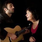 deux musiciens et chanteurs