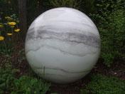 Planet-Marmor-Skulptur-Kunstwerk von künstlerstein.de Mathias Rüffert