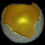 Betonkugel mit Goldeffekt