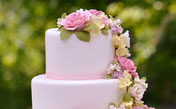 Wunderschön dekorierte Torte