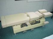 カイロプラクティック技術専用ベッド