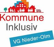 Logo von Kommune Inklusiv. Oben sind bunte Häuser mit vielen unterschiedlichen Menschen abgebildet.