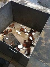 街で見かけたココナッツの殻入れ