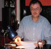 Rainar bei Lesung im Café23