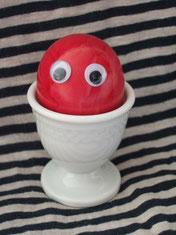 Ich bin das kleine rote Osterei und komme aus Ostern.