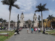Plaza Mayor in Lima mit Kathedrale und Palast des Erzbischofs
