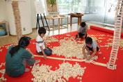 「森のつみ木広場」は多くの子どもたちが素敵な作品をつくってくれました