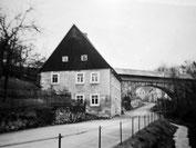 Die Brücke mit dem jetzigen Holzaufbau 1935