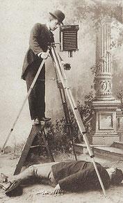 Mordopfer wird fotografiert