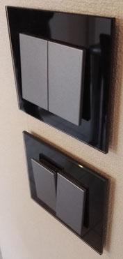 double interrupteur bouton poussoir noir en verre lacobel et bouton graphite