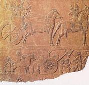 アッシリア出土レリーフ「戦車と騎兵」