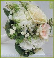 Sträuße/Bouquets von unseren Floristen kreativ gebunden, lassen jedes Herz höher schlagen. Ob Brautstrauß, Geschenk für die Liebste oder um die eigenen Räume zu verschönern, wir erfüllen Ihre Wünsche. Hier: Paeonien-Rosen-Hortensien Bouquet, creme-apricot