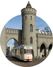 Historische Straßenbahn am Nauener Tor in Potsdam