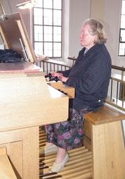 Organistin Angela Riesch-Friedrich