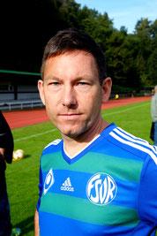 Dennis, Mittelfeld