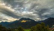 Rubihorn und Nebelhorn werden von vereinzelten Sonnenstrahlen getroffen