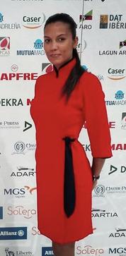 Uniforme de azafata rojo cuello japonés
