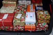 """Unsere Beteiligung an """"Weihnachten im Schuhkarton"""" - ein voller Kofferraum"""