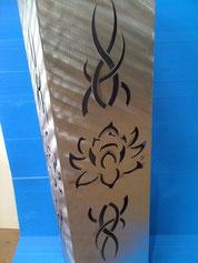 Feuersäule mit Lotusmotiv