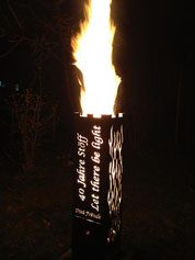 Feuersäule mit Kundenmotiv