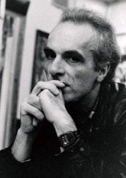 ⒌頭像のモデルを頼んだ芸術家アルトゥール・ズルミャン。こ の時はモスクワで展覧会の企画や作家活動をしていたが、今 はアルメニアでジャーナリストとして活動。1997年モスクワ