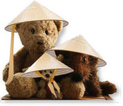 Kasimir, Cäsar und Fredi mit China-Hüten
