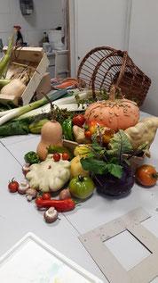 Une composition de nos légumes du marché avec panier