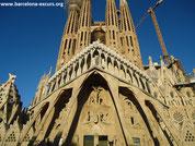 Ла Саграда Фамилия в Барселоне - Крест Славы на фасаде Страстей