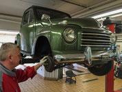 Fiat Topolino bei der Bremskontrolle