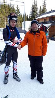 Am Bild Dominik Maier mit KLRV-Vizepräsident Reinhold Pirker beim Junioren-Weltcup in Obdach / Winterleiten (Foto: RC Mondi Frantschach)