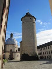 Festung Marienberg, innerer Burghof mit Bergfried