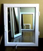 bespiegelte Fensterrähmen
