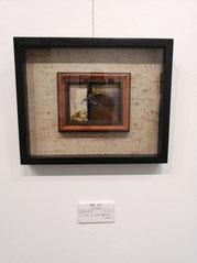 玄兎あそび ガラス絵、 箔、古紙(鬱金染め)90×120mm 66,000円(税込)