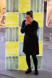 Nadine Seeger, Bildende Künstlerin/Performance Künstlerin (BS), Performance zu den 7 hängenden Bildern