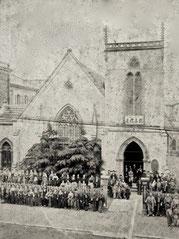 最初の大会堂(1887年 創立15周年記念写真)