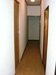 1F廊下です。センサー照明でおしゃれ♪