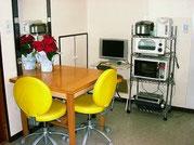明るい使いやすいキッチンですので、シェア仲間と テレビ見ながらついつい長話してしまいそう~♪