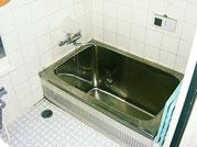 シャワーもコインではなく、追い炊きも出来る広いお風呂です