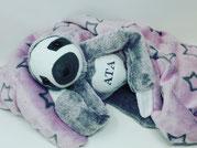 Kuscheltier Faultier mit geheim-Tasche und Reißverschluss aus kuscheligen Plüsch in grau-lila/Personalisierte Bestellung.