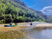 Descendre la Cèze en famille et en canoë-kayak est un moment fort des vacances.