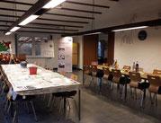 Malutensilien aus einem Tisch
