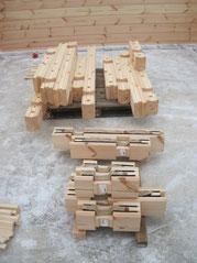 Nuestras casas de madera maciza laminada finlandesa, son de alta calidad y de un bajo consumo energético. Realizamos bioconstrucciones como material principal que utilizamos es la madera de pino rojo finlandés. material aislante utilizado natural...