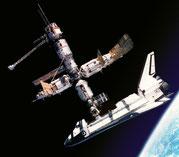 "NASA ""Atlantis"" angedockt an der ""MIR"""