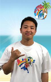 キム/バイリンガルトレーナー/フィリピン/大阪の幼児子供英会話ALOHAKIDSアロハキッズ、緑の人工芝で楽しく子供フィットネス、自然に英語が身につくキッズ英会話体操教室