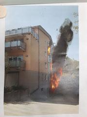 Die angenommene Lage vor Ort: Die Flammen sind deutlich sichtbar