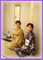 明るい笑顔の塚本宗香先生(左)